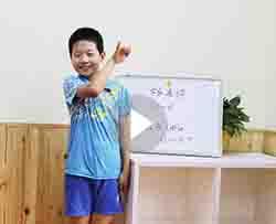 学员杨凌骅同学演讲表演