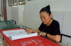 """【媒体报道】乡村女教师 业余时间创作""""惊艳""""剪纸"""